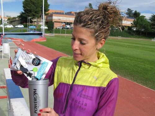 Beatriz pascual se prepara un Recoplus para su nutricion deportiva.jpg