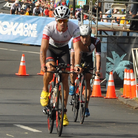 En bicicleta en el IronMan de Hawaii