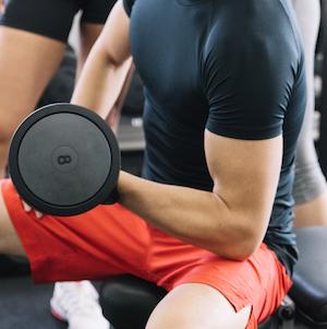 entreno para ganar fuerza muscular con nutrición deportiva